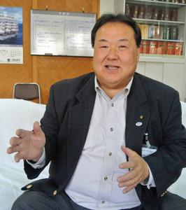 「少年院を出た後の就職先を広げるモデルとして、全国に広がってほしい」と話す小沼公道さん=茨城県高萩市で