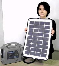 クリーンベンチャー21が発売した持ち運び可能な太陽電池モジュールと蓄電池(京都市南区)
