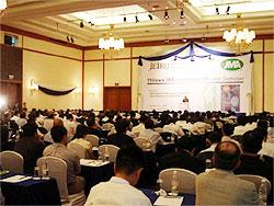 JTROのミャンマーセミナーに集まる日本人ビジネスマン