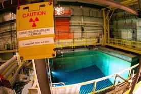 原子力発電所の使用済み核燃料プール(2007年、ニューヨーク州ブキャナン)