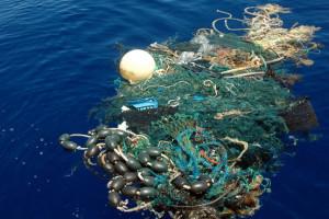 プラスチック類を最も多く海に放棄している国は中国とインドネシアである公算が大きい