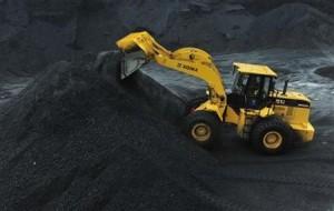 8月14日、環境保護団体のグリーンピースは、中国の急激な石炭採掘は水資源枯渇など深刻な危機につながる恐れがあると警告。写真は遼寧省の炭鉱で5月撮影(2012年 ロイター/Sheng Li)
