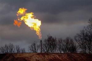 フラッキング法で採掘されたガスのフレア(2012年1月9日、米ペンシルベニア州ブラッドフォード郡)
