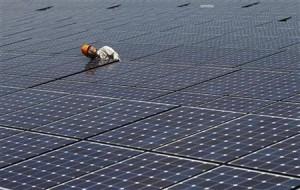 3月19日、「指定都市自然エネルギー協議会」は、都内で第2回総会を開き、再生可能エネルギーの全量買い取り制度に関する政府への提言書をまとめ、提出した。写真は昨年8月、神奈川県川崎市で撮影(2012年 ロイター/Toru Hanai)
