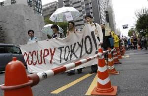 10月15日、米ニューヨークで始まった格差是正などを訴える「反ウォール街デモ」は、ニュージーランドを皮切りに、オーストラリアや日本、英国やドイツなど世界各地で一斉に行われる(2011年 ロイター/Issei Kato)