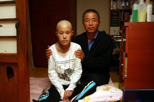 故ファン・ユミ氏(左)と父親のファン・サンギ氏(右)[出処:パノルリム]